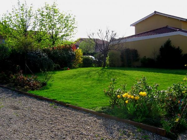 Des couleurs au jardin la taille d 39 arbustes et entretien for Entretien jardin 65